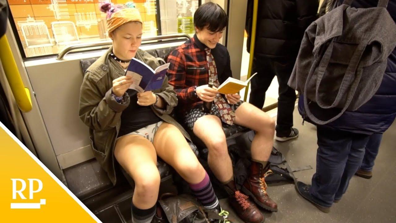 Chica en el coño del metro
