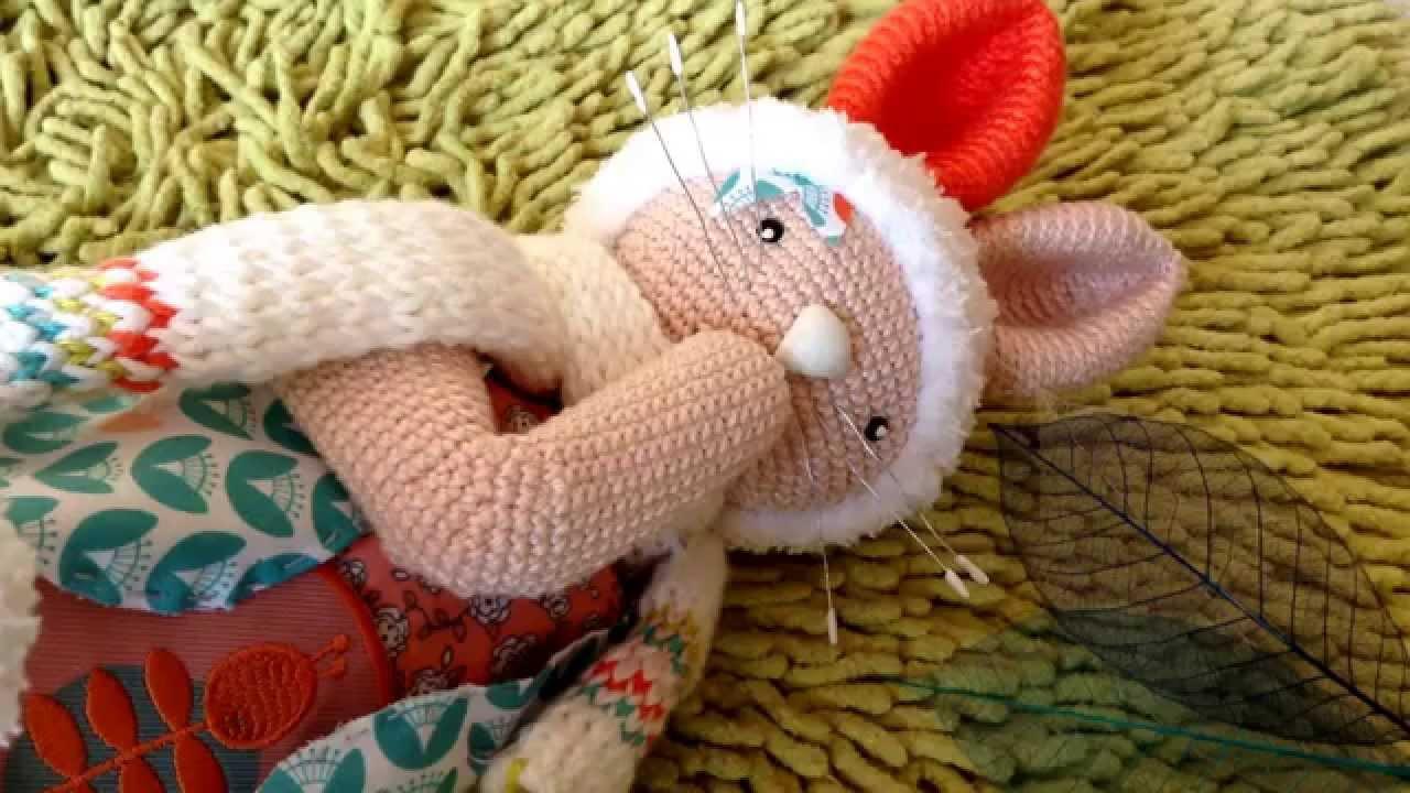 Poup es au tricot et au crochet lapin de p que animaux - Animaux en tricot facile ...