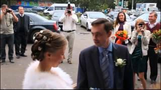 Свадьба Марины и Александра 31.09.2013 г.. Встреча жениха и невесты у ресторана