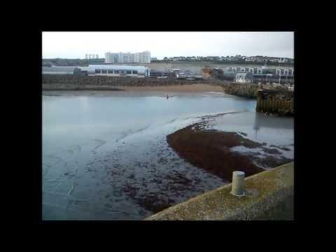 Extreme low tide at Brighton Marina strands boats