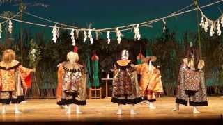 2013-10-20 大分文化会館 子ども神楽の競演にて 西寒多子供神楽 貴剣城