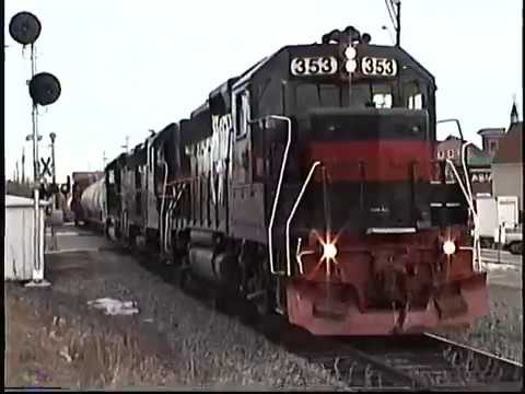 Guilford GP-40 #353 lead a west bound freight through Dover NH
