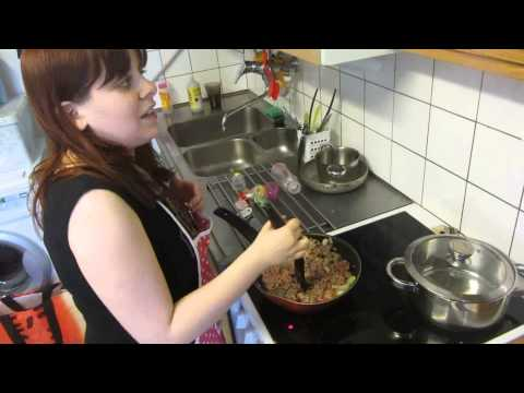 "Saving Money in Finland, Episode 1:€0.63 Basic & Quick Meat Sauce & Myths About ""Cheap"" Foods"
