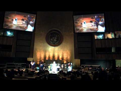 "Khaira Arby sings ""La Liberte"" at the UN General Assembly in New York"
