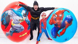 Сеня и Папа не Поделили Игрушки в Гигантских Яйцах Человек Паук и Бэтмен