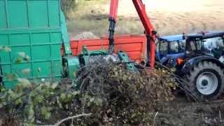 Holz häckseln |Valtra s374 und New Holland TM155| |*HD*|