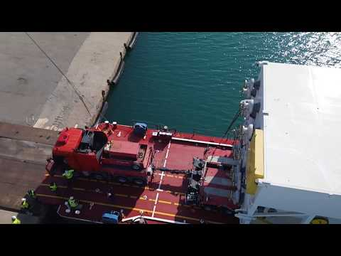 Colis lourds barge RO-RO