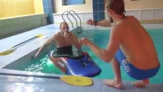 обучение каякингу в бассейне