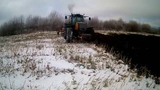 Winter ploughing with 2 tractors - Valtra