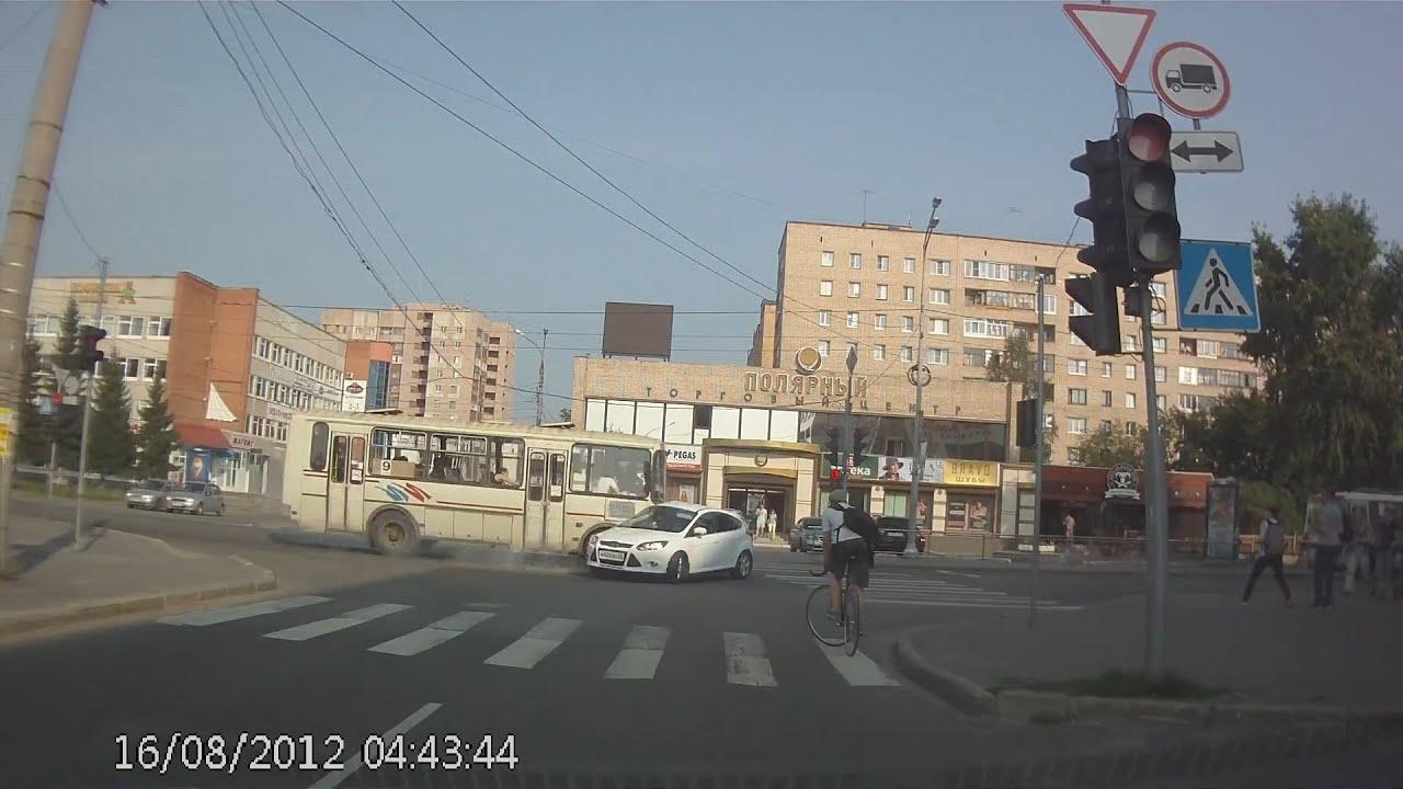 Ford не пропустил ПАЗ. Архангельск.