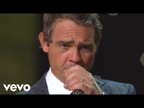 Ernie Haase & Signature Sound - Moving Up to Gloryland [Live]