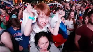 Акула - Ну а мне всё мало в фанатской зоне чемпионата мира по футболу. Россия - Египет (3:1)