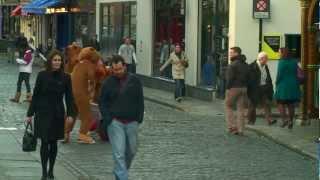 Santa Gets Jumped In Temple Bar, Dublin