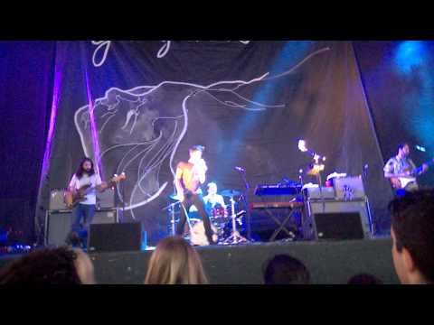 Young The Giant - Crystallized - Live (HQ)