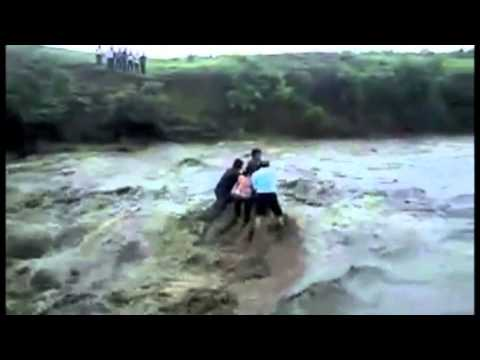Flash Flood killing five in INDORE INDIA.m4v