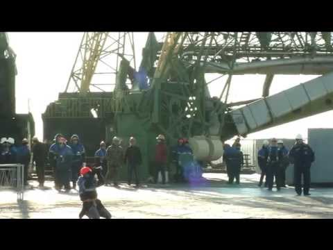 Expedition 43's Rocket Moves to Its Launch Pad