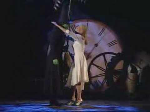 Idina & Kristin  Tony's 2004  Defying Gravity
