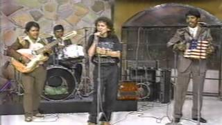 ¡¡ Alex Lora canta con grupo norteño en Mira que bonito !!