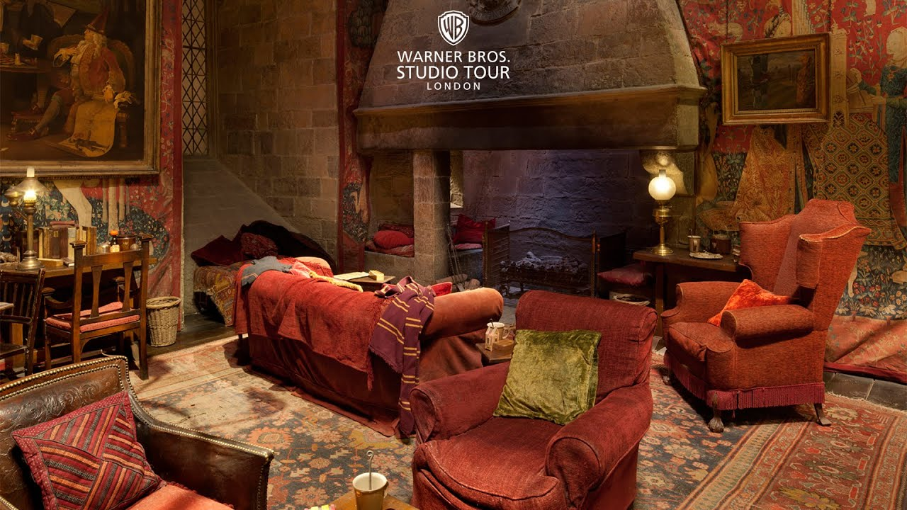 The Gryffindor Common Room Set In 360 Degrees Warner