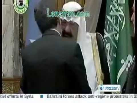 Saudi King Abdullah and Islamic Republic president Ahmadinejad embrace each other in Ryadh