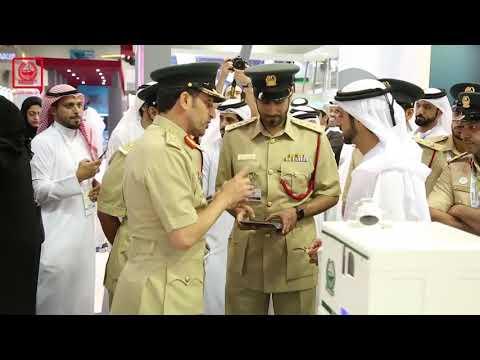 زيارة سمو الشيخ حمدان بن محمد بن راشد آل مكتوم لمنصة #شرطة_دبي في معرض #جيتكس 2017