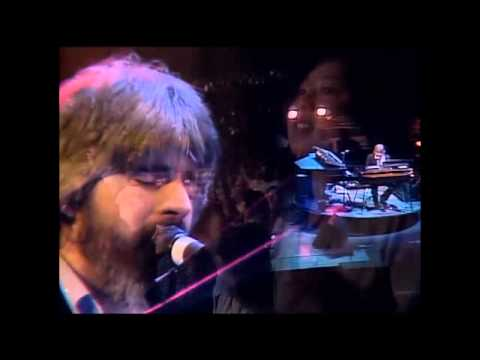 "Flashback: Michael McDonald Plays 'I Keep Forgettin"" With the Doobie Brothers in 1982"