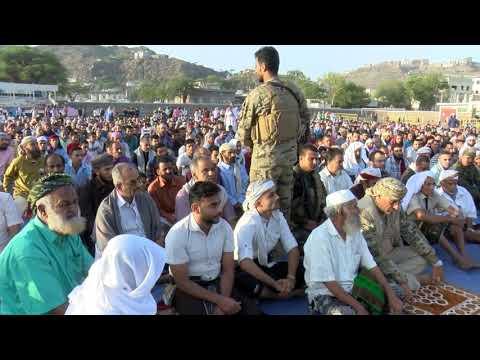 الرئيس القائد عيدروس الزُبيدي يؤدي صلاة عيد الفطر مع جموع المصلين بمدينة الضالع