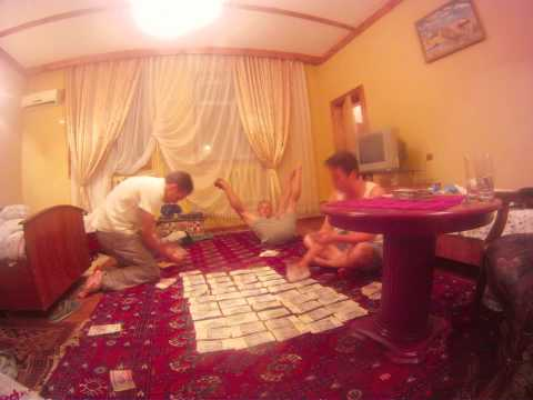 Time Lapse of counting Uzbek Som