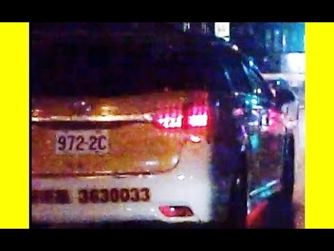 小黃972-2C雨天夜間闖紅燈PICT4281