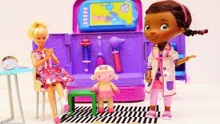 Doc McStuffins hat Sprechstunde - Barbie bei der Spielzeugärztin - Spielspaß mit Puppen