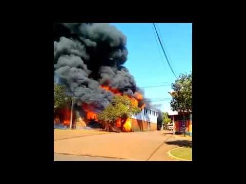 Feroz Incendio De Una Ferreteria Industrial Posadas