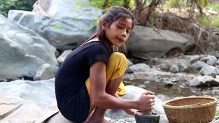 Catching crab in water & crab boiled on clay for food - Cook...