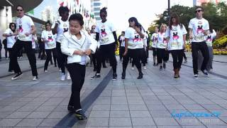 Gangnam Style with the kid from PSY music video AMAZING