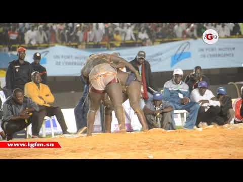 Balla Gaye 2 bat Modou Lo (2-0) : la vidéo de la chute spectaculaire !