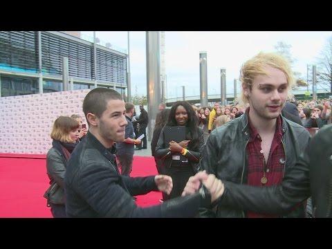 Radio 1 Teen Awards: Nick Jonas 'interview Bombs' 5 Seconds Of Summer