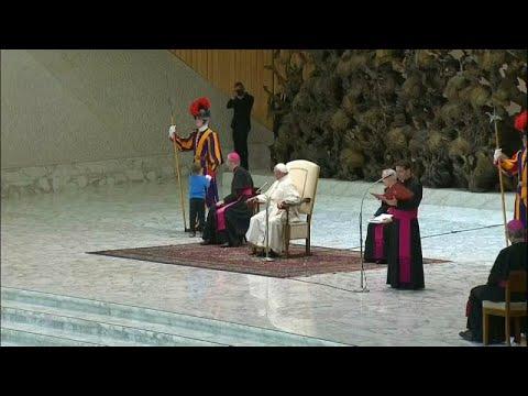 """Un niño, protagonista en la audiencia del Papa Francisco: """"Si quiere jugar acá, déjalo"""""""