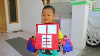 Buat sendiri kostum Transformers Optimus prime dari kardus, hadiah buat ultah ke 4 Gibran