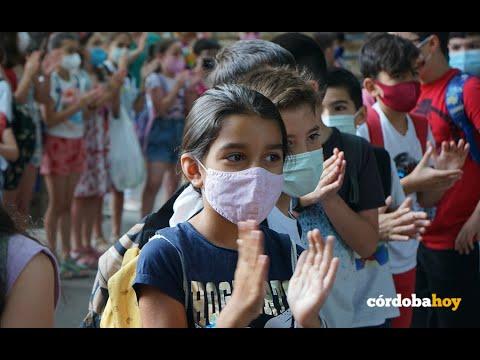 Un gran aplauso para niños y profesores del CEIP López Diéguez tras un duro año de pandemia