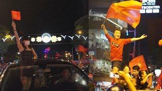 Mỹ Tâm, Đàm Vĩnh Hưng, Phương Thanh kéo nhau xuống phố quậy tưng bừng khi U23 VN chiến thắng