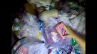 Mega Score Dumpster Diving ! 5 Bags Full of Drinks , Snacks and More !