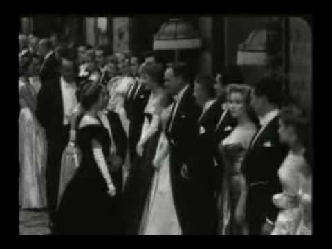 What Marilyn Monroe Wore to Meet Queen Elizabeth II in 1956