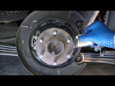 How to Replace the Rear Brakes on a Nissan Xterra (second generation )