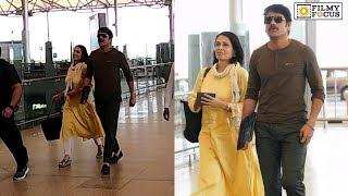 Lovely Couple Nagarjuna andamp; Amala Spotted at Hyderabad airport | Telugu Airport Videos