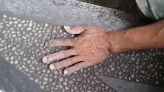 Cara Pemasangan batu kerikil / alam pada sela keramik untuk tangga minimalis - Renovasi Rumah (2)