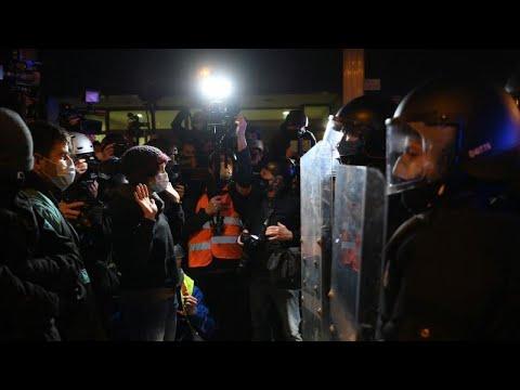 صدامات في برشلونة بين متظاهرين وقوات الأمن على خلفية اعتقال مغني راب  - 06:58-2021 / 3 / 7