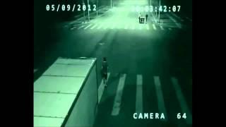 Anjo salva ciclista de acidente