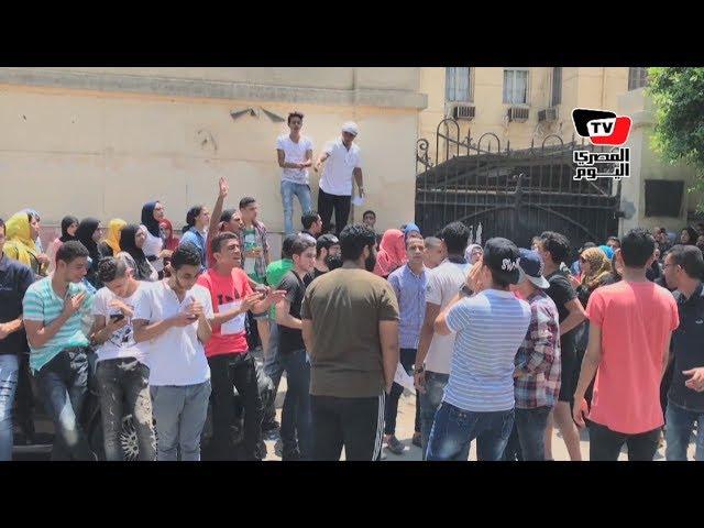 طلاب الثانوية يتظاهرون أمام «التعليم».. وطالب: بقالي ٣ سنين بعيد نفس المادة