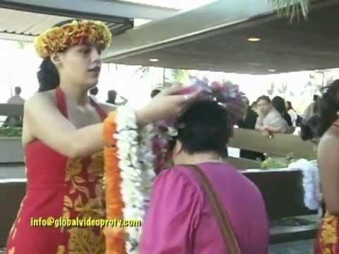 BEAUTIFUL HAWAIIAN WELCOME, HONOLULU AIRPORT