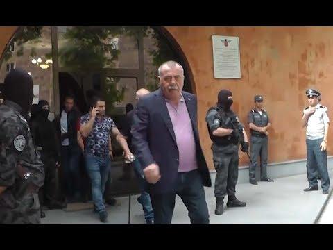 ԱԱԾ-ն Մանվել Գրիգորյանին տարել է ԵԿՄ գրասենյակի շենքից