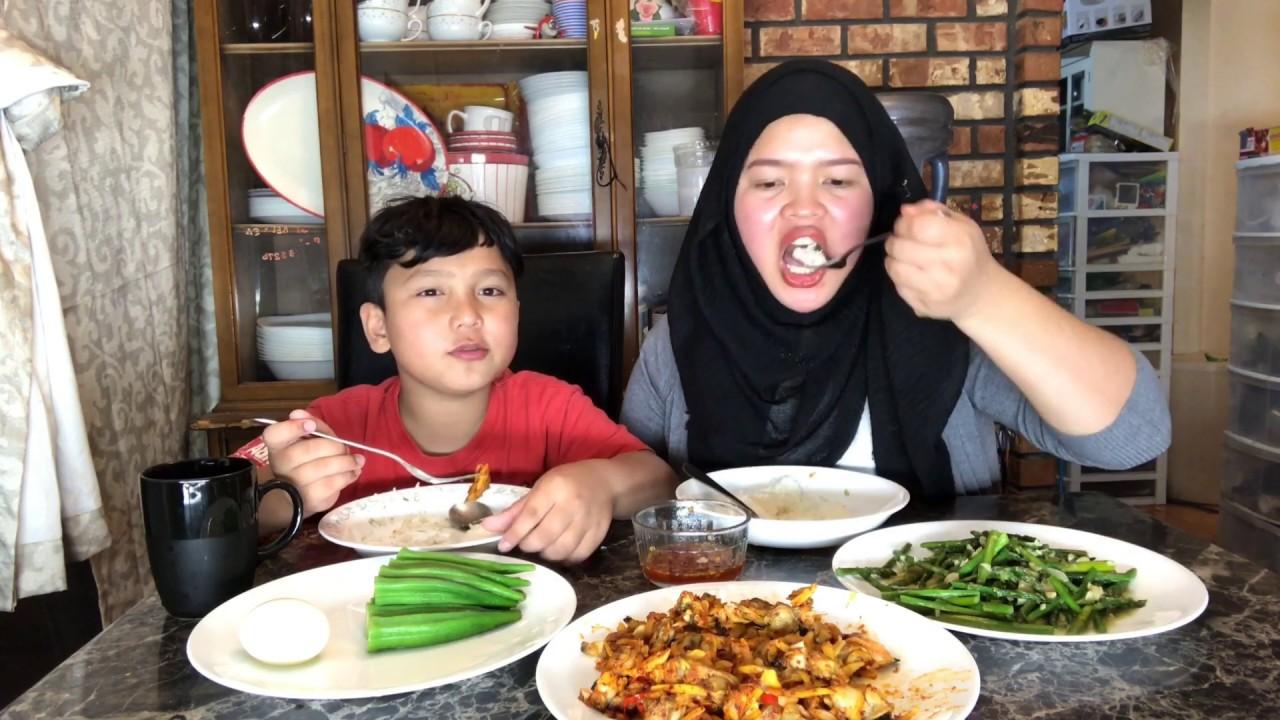 Vlogs135| măng tây xào bơ tỏi , nghêu xào tỏi ớt gừng , đậu bắp luộc, cơm tối muộn của hai mẹ con